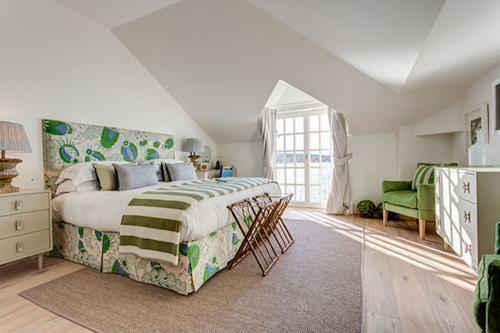 cool coastal chic bedroom