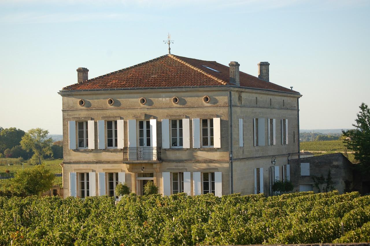 le pavillion elegant chateau b b in stunning saint emilion france further afield. Black Bedroom Furniture Sets. Home Design Ideas